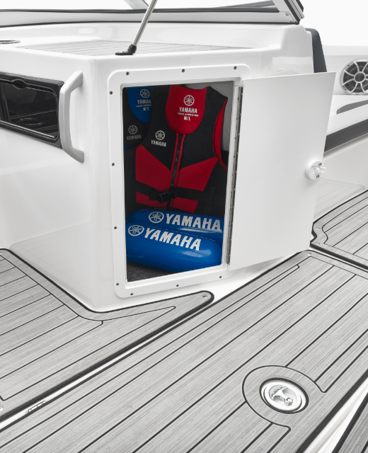 Yamaha Boats 195S portside storage feature