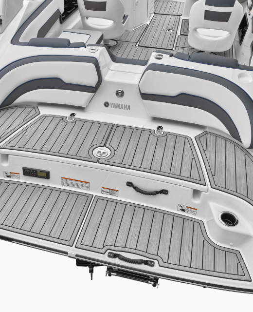 Yamaha Boats 195S swim platform feature