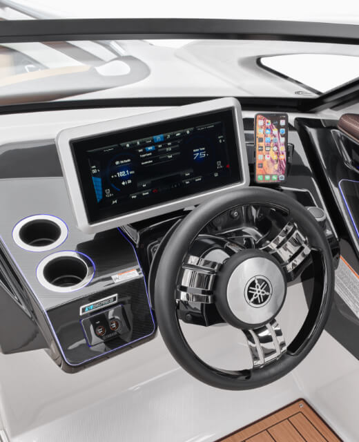 yamaha-boats-2021-275sd-feature-stylish-floating-touchscreen.jpg