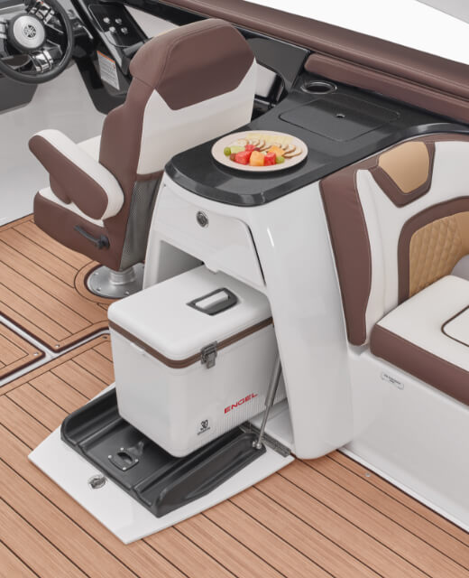 yamaha-boats-2021-275sd-feature-versatile-galley-area-cooler.jpg